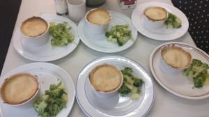 Small pies with broccolli
